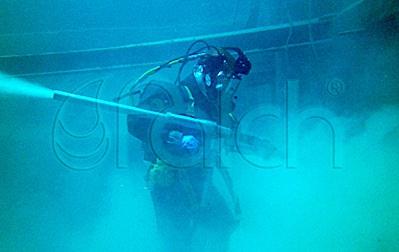 Víz alatti tisztítás és karbantartás